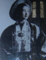 Nam Phương Hoàng Hậu – Câu chuyện một con tem