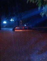 Bất ngờ dưới cơn mưa Huế