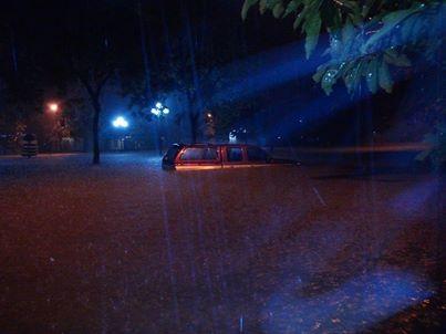 Huế mưa như trút, thành phố chìm trong biển nước