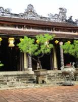 Ghé Huế thắp nén nhang ở chùa Từ Hiếu