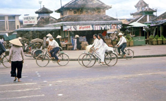 Tản mạn quanh chợ Đông Ba