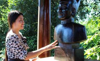 Người tạc tượng trầm hương các vua nhà Nguyễn