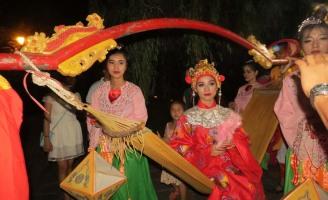 Vào hoàng cung Huế xem đám cưới công chúa
