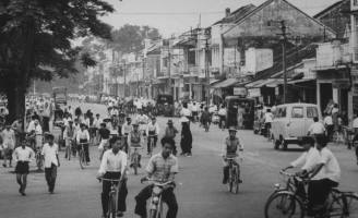 Góc phố Trần Hưng Đạo, Ngã Giữa