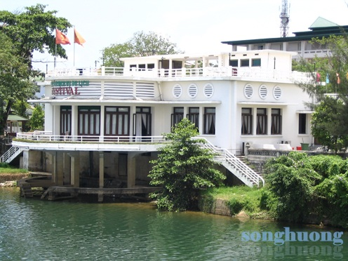 3_ Cau lac bo the thao (nay la Trung tam Dich vu Festival)