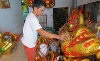 Độc đáo nghề làm đầu lân xứ Huế