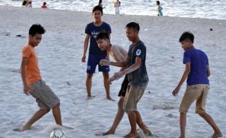 Tắm biển ở Ngũ Điền