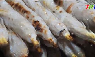 Thêm yêu những điều giản dị bên bờ sông Hương qua trải nghiệm ẩm thực Huế về đêm