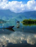 """Ở Huế cũng có """"con đường rẽ nước làm đôi"""" đẹp thần sầu không kém gì Điệp Sơn"""