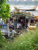 Thám du ngược dòng Hương Giang