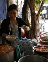 Chuyện nồi bánh canh xứ Huế: Không cay không về