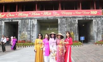 Miễn vé tham quan di tích cho phụ nữ mặc áo dài truyền thống trong 3 ngày