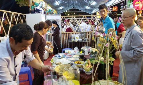 """<h2><a href=""""http://vanhoahue.net/2019/05/hap-dan-le-hoi-am-thuc-chay-dau-tien-tai-co-do-hue/"""">Hấp dẫn lễ hội ẩm thực chay đầu tiên tại cố đô Huế</a></h2>Từ ngày 17-19/5, Hiệp hội Du lịch Thừa Thiên Huế tổ chức lễ hội """"Ẩm thực chay Huế 2019"""" lần đầu tiên, thu hút rất nhiều người dân và du"""