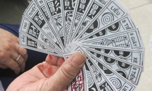 """<h2><a href=""""http://vanhoahue.net/2020/01/tet-ve-nho-bai-toi/"""">Tết về nhớ bài tới</a></h2>Nhìn bài tới là nhớ tết quê. Bởi những tết năm cũ ở quê tôi ra đường, tới chợ là chơi bầu cua cá còn về nhà là bài tới."""