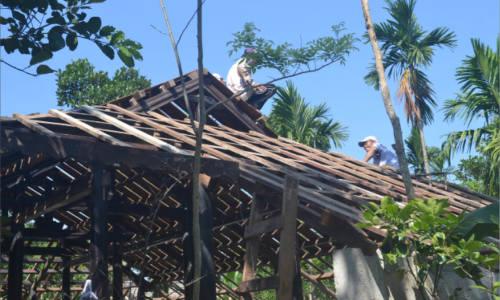 """<h2><a href=""""http://vanhoahue.net/2020/03/cuu-van-nha-ruong-hue/"""">Cứu vãn nhà rường Huế</a></h2>Khẩn thiết bảo vệ giá trị nhà rường  Kinh đô Huế là nơi có nhiều dạng kiến trúc phong kiến điển hình của Việt Nam. Cung điện hoàng gia chính là"""