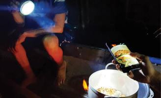 Đêm giữa phá Tam Giang