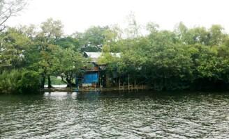 Ốc đảo giữa sông Hương