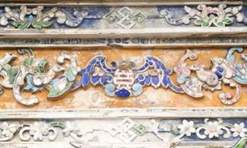 """<h2><a href=""""http://vanhoahue.net/2021/04/y-nghia-cac-bieu-tuong-hoa-trong-trang-tri-my-thuat-thoi-nguyen/"""">Ý nghĩa các biểu tượng """"hóa"""" trong trang trí mỹ thuật thời Nguyễn</a></h2> Thế Miếu năm 1928 - Ảnh: internet   1. Mở đầu  Triều Nguyễn là triều đại cuối cùng của chế độ phong kiến Việt Nam (1802 - 1945), do vậy trong văn"""