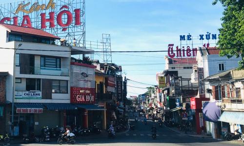 """<h2><a href=""""https://vanhoahue.net/2021/07/dong-ba-gia-hoi-dat-ten-cho-phuong/"""">Đông Ba &#8211; Gia Hội &#038; đặt tên cho phường</a></h2>Trong số các phường mới được thành lập ở Huế theo Nghị quyết số 1264 của Ủy ban Thường vụ Quốc hội, tôi đặc biệt ấn tượng về tên gọi"""